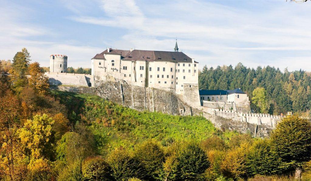 Готический средневековый замок Чешски Штернберг