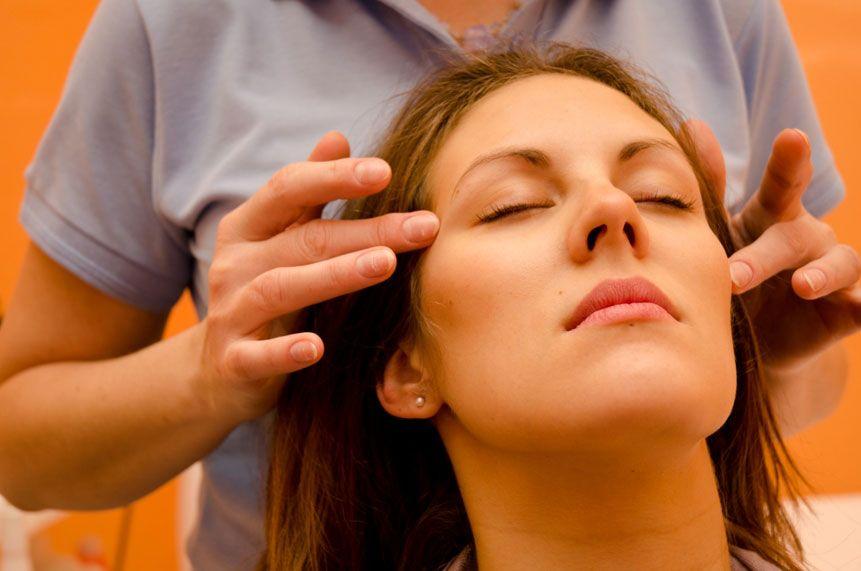 Индийский массаж головы в Карловых Варах