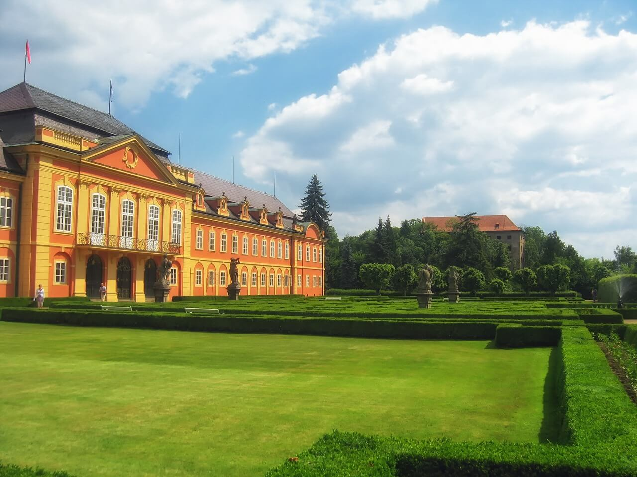 Дворец Добржиш, Чехия
