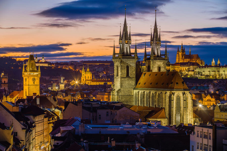 """Фото <a href=""""https://www.flickr.com/photos/chelmsfordblue/6922552914/"""">Jiuguang Wang   Prague from Powder Tower, with Our Lady before Týn, St. Nicolas, and St. Vitus Cathedral</a>, <a href=""""https://creativecommons.org/licenses/by-sa/2.0/"""">(CC BY-SA 2.0)</a>"""