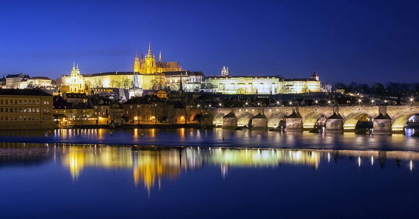 Фото john mcsporran | Prague Castle and The Charles Bridge, (CC BY 2.0)
