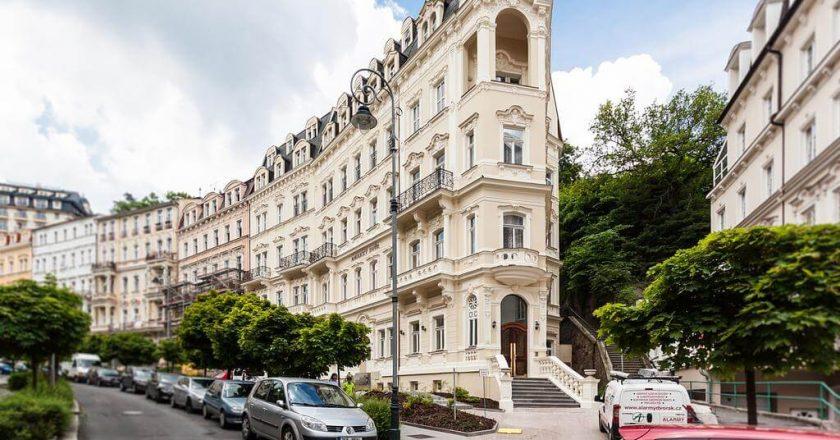 Санаторий Hotel Anglicky Dvur в Карловых Варах
