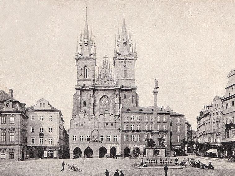 Староместская площадь в 1906 году (вид на храм Девы Марии Тынской и на Марианский столп)