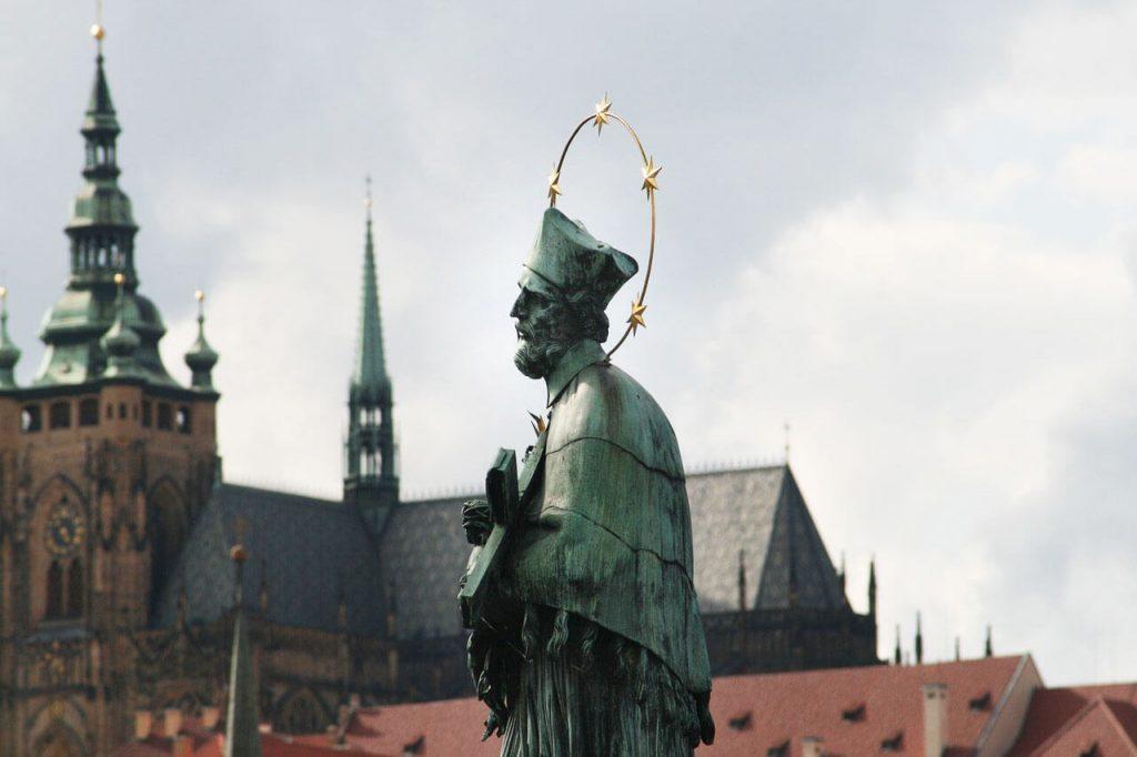 Достопримечательность Праги - Скульптура Яна Непомуцкого