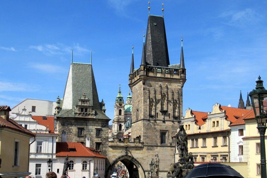 Достопримечательность Праги - Малостранские мостовые башни