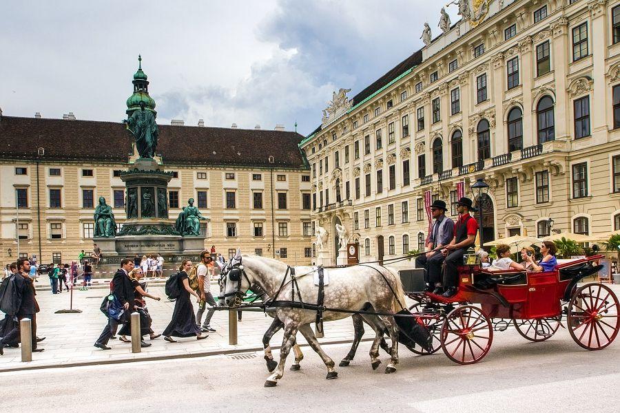 Как добраться из Праги в Вену. Автобус, машина, поезд.