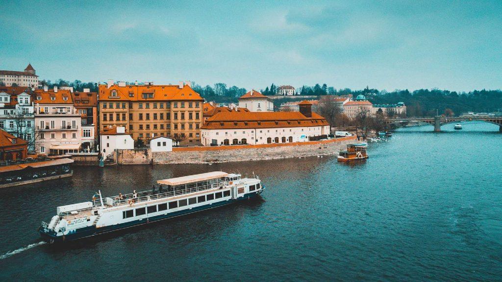 Река Влтава в Праге